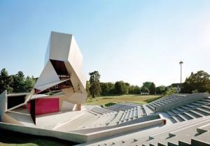 Ngỡ ngàng với kiến trúc Tháp Mây quái lạ ở Áo