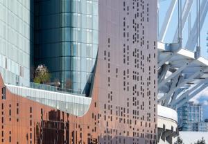 Ngoài ra, 3 tòa tháp của PARQ còn chứa các phòng khách sạn cao cấp.