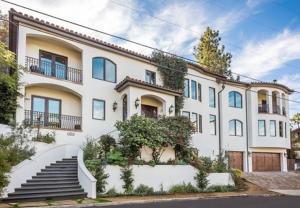 Cận cảnh ngôi nhà hơn 3 triệu USD Vanessa Hudgens đang rao bán