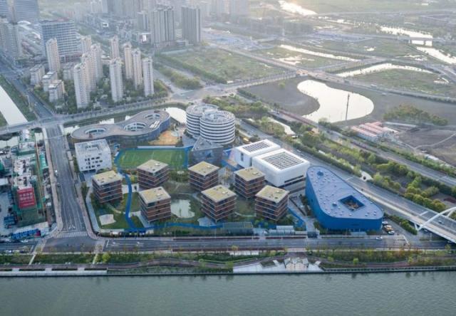 Độc đáo thiết kế trường học như một ngôi làng ở Trung Quốc