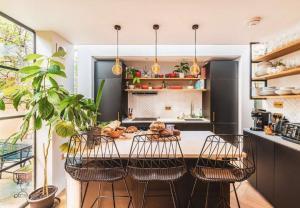 Mẫu thiết kế nhà bếp nhỏ ngọn nhưng tiện nghi hiện đại