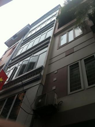 Bán nhà sổ đỏ chính chủ khu phân lô trên phố nguyễn chí thanh , diện tích 50m2 xây 3 tầng , ngõ ô t