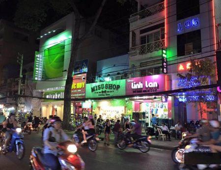 Bán nhà mặt tiền đường Nguyễn Trãi Quận 5