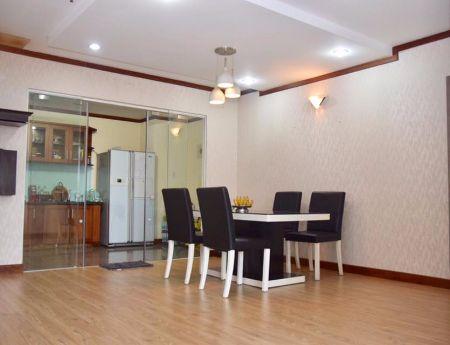 Cần bán gấp căn hộ chung cư Giai Việt, 150m2, 3PN, 3 tỷ, sổ hồng, tặng một số nội thất