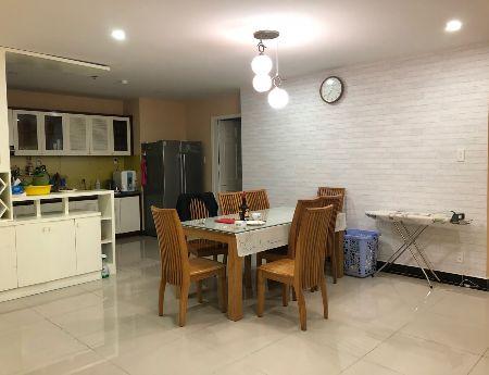Cần bán gấp căn hộ Giai Việt Q.8, 150m2, 3PN, giá bán 3.1 tỷ/căn, view hồ bơi, sổ hồng, hướng ĐN